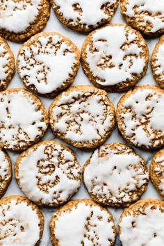 These popular iced oatmeal cookies are old-fashioned style with soft centers, crisp chewy edges, cozy spice flavor, and are topped with vanilla icing! Chocolate Chip Cookies, Oatmeal Raisin Cookies, Köstliche Desserts, Delicious Desserts, Vanilla Icing, Sallys Baking Addiction, Oatmeal Cookie Recipes, Christmas Baking, Cookies Et Biscuits