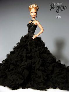 """Adelanto de la nueva colección, """"Flores negras"""" (Advancement of the new collection, """"Black Flowers"""")"""