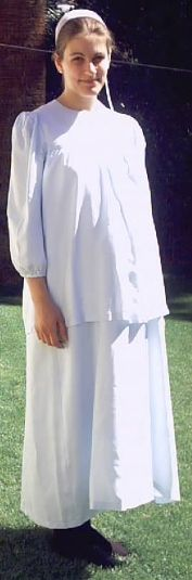 From an Amish-Mennonite maternity design comes this pattern for modest comfort maternity wear! Maternity Dress Pattern, Maternity Dresses, Maternity Wear, Modest Outfits, Modest Fashion, Amish Culture, Kate Middleton Hair, Amish Community, Plain Dress