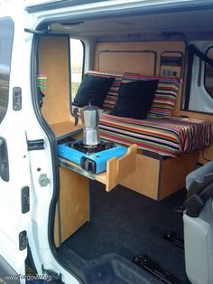 Galeria de fotos de furgonetas camper | campervan picture gallery Bus Camper, Kombi Motorhome, Mini Camper, Camper Life, Kangoo Camper, Sprinter Camper, Combi Ww, T3 Vw, Van Dwelling