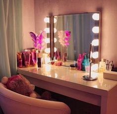 Love this. Reminds me of a pretty dressing room backstage.