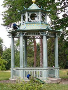 Chinoiserie Tole gazebo at Parc & Château de Bagatelle chinoiserie, artists, de bagatell, antiqu dealercollector, tole gazebo, garden folli, folk artist, château de, antiques