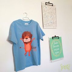Camiseta infantil Lion King Puedes encontrarla en http://parde3studio.com/shop/categoria-producto/textil/camisetas-infantiles/