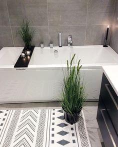 Happy Friday Make yourself a good weekend . . For repost #villavaldal_inspo . . #by_villavaldal . . . . . . . . . #bathroom…