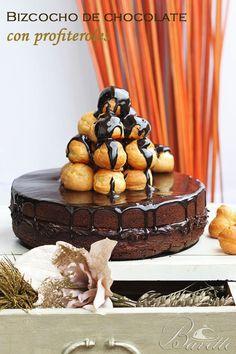 Bizcocho de chocolate con profiteroles