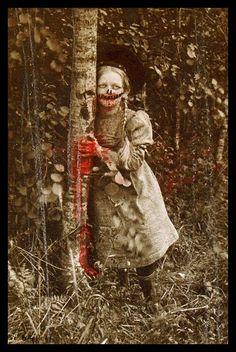 creepy little zombie girl Arte Horror, Horror Art, Horror Movies, Creepy Horror, Creepy Art, Images Terrifiantes, Dark Images, Art Sinistre, Arte Obscura
