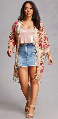Plus Size Floral Velvet Kimono paired with a distressed denim skirt. Curvy Outfits, Plus Size Outfits, Casual Outfits, Fashion Outfits, Denim Skirt Outfit Summer, Denim Skirt Outfits, Outfits With Jean Skirt, Fashion Moda, Curvy Fashion