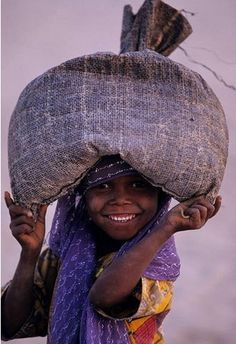 Happy Girl in the Guéra region of Chad, Africa by Tchad-J.Nicolas via… We Are The World, People Around The World, Wonders Of The World, Around The Worlds, Beautiful Smile, Beautiful World, Beautiful People, Beautiful Moments, Precious Children