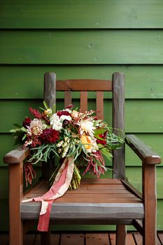 Montana Bridal Bouquet / Photography: Brooke Peterson Photography / Wedding Coordinator: Courtney of 114-West / Venue: Kootenai Lodge / Bride's Bouquet: Mum's Flowers