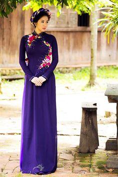 Lê Phương làm duyên với mấn hoa và áo dài