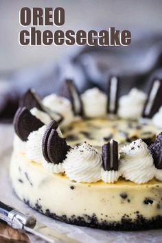 Oreo Cheesecake: so creamy, & loaded with cookies! -Baking a Moment - Oreo Cheesecake: smooth, creamy vanilla cheesecake with chunky hunks of crunchy Oreos in every lusc - Oreo Cheesecake Receta, Cheescake Oreo, Easy Cheesecake Recipes, Cheesecake Desserts, Chocolate Cheesecake, Dessert Recipes, Dessert Chocolate, Cheesecake With Oreo Crust, Baked Oreo Cheesecake Recipe