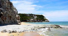 Brasil...  Praia Do Espelho, Trancoso,Bahia: Situada no topo de uma falésia, entre Trancoso e Caraíva, a Praia do Espelho está entre os destinos mais desejados dos turistas. As falésias e a água cristalina resultam em uma paisagem espetacular junto às bancadas de corais e piscinas naturais.