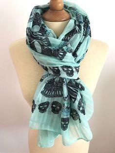 Maxi foulard cheche echarpe tete de mort tribale bleu turquoise aspect  froisse 278e6630ad5