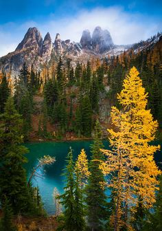 ✯ Blue Lake and Early Winter Spires - Washington