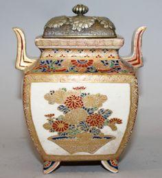 Vaso em porcelana Japonesa Satsuma do sec.19th, Periodo Meiji, 15cm de altura, 2,850 USD / 2,560 EUROS / 8,850 REAIS / 17,500 CHINESE YUAN https://soulcariocantiques.tictail.com