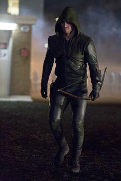 'Arrow' Recap: Season Premiere - 'City of Heroes'   TheCelebrityCafe.com