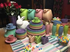 "Fiestaware Color Love on Instagram: ""A perfect, pastel Fiesta Dinnerware 🌈 rainbow! My final Easter 🐣 color combo, & easily my favorite!  #fiestaware #fiestadinnerware…"" Fiestaware Color Combinations, Color Combos, Color Schemes, Fiesta Kitchen, Kitchen Ware, Fiesta Ware Colors, Easter Colors, Homer Laughlin, Spring Colors"
