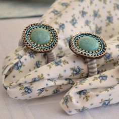 Porta Guardanapo Azul Tiffany. As pedras podem variar, de acordo com o fornecedor.