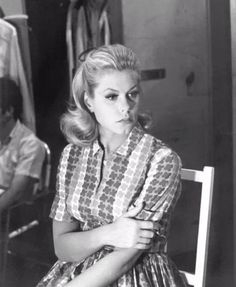 Behind the scenes on Bewitched -- Elizabeth Montgomery
