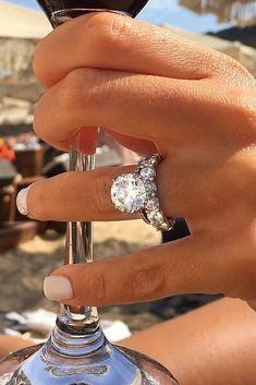 Idée et inspiration Bague De Fiançailles : Image Description 12 Engagement Ring Designers You Must See ❤️ engagement ring designers round cut wedding set diamond ❤️ See more: www.weddingforwar… #weddingforward #wedding #bride #engagementrings