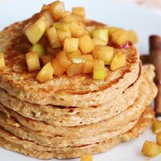 Healthy apple pancakes made with oats and cottage cheese. They taste decadent, b… Healthy apple pancakes made with oats and cottage cheese. They taste decadent, but are packed with protein and fiber. Great for meal prep! Healthy Breakfast Recipes, Healthy Drinks, Healthy Recipes, Healthy Breakfasts, Breakfast Ideas, Eating Healthy, Healthy Apple Snacks, Healthy Cottage Cheese Recipes, Food And Drinks