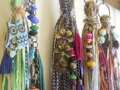 Diy Craft Projects, Diy And Crafts, Sewing Projects, Arts And Crafts, Tassel Jewelry, Textile Jewelry, How To Make Tassels, Making Tassels, Tassel Curtains
