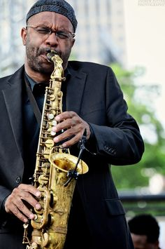 Kenny Garrett was born in Detroit in 1960 and got his start playing for Duke… All About Jazz, All That Jazz, Jazz Artists, Jazz Musicians, Kenny Garrett, Smooth Jazz Music, Joe Henderson, Ron Carter, Sax Man