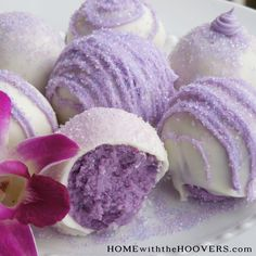 Cake Balls Delicious and very creative purple cake pop! Make in our Cake Pop Maker in 5 minutes!Delicious and very creative purple cake pop! Make in our Cake Pop Maker in 5 minutes! Cupcakes, Cake Cookies, Cookies Et Biscuits, Cupcake Cakes, Oreo Dessert, Just Desserts, Delicious Desserts, Yummy Food, Yummy Treats