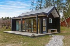 Scandinavian Modern Tiny House, Absolutely Small House Design A small village on the east coast of Jutland is the setting for this tiny house on a foundation. Small Tiny House, Tiny House Cabin, Small House Design, Small House Plans, Modern House Design, Small Homes, Skandinavisch Modern, Small Modern Home, Modern Tiny House