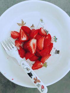 Lassi, Slovenia, Coffee Cups, Strawberry, Fruit, Food, Coffee Mugs, Essen, Coffee Cup