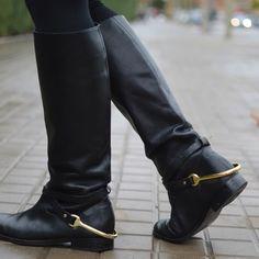 Buenas noches!!! Os dejo con detalles del post de hoy!! #botas #ralphlauren @ralphlauren #eltrasterodecris #blogger #style #moda #complementos by eltrasterodecris