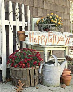 deko herbst Pumpkins, wreaths, natural foliage and those bright colors of autumn, these fall outdoor decor ideas have got it all. Autumn Decorating, Porch Decorating, Decorating Ideas, Fall Porch Decorations, Interior Decorating, Deco Haloween, Primitive Fall, Primitive Homes, Primitive Crafts