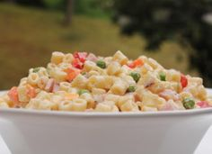 Looking for a delicious summer salad? This veggies, ham and a creamy sauce, this pasta salad is the perfect recipe for a summer cookout.