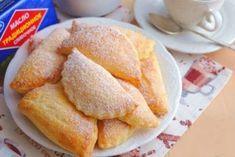 Пирожки-слойки с творогом — очень нежные и соблазнительные, которым нет равных