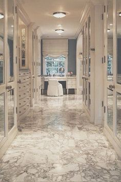 A girl can dream! Love the vanity, doesn't need mirrors though