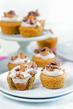 In this twist on the classic snickerdoodle, cinnamon-spiced cookie dough forms the base for these mini desserts filled with espresso spiked caramel and topped with coconut milk whipped cream. Coconut Milk Whipped Cream, Whipped Cream Desserts, Cookie Cups, Cookie Dough, Spice Cookies, Just Cakes, Mini Muffins, Mini Desserts, Different Recipes