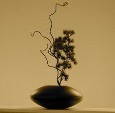 Contemporary ikebana arrangement
