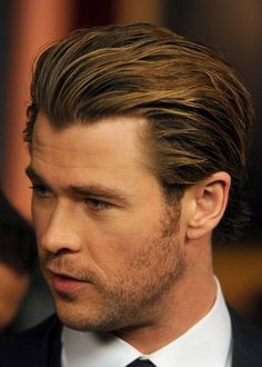 Indisputable Evidence That Chris Hemsworth Is The Superior Hemsworth Brother He is beautiful Top Hairstyles For Men, Cool Hairstyles, Celebrity Hairstyles, Hairstyles Haircuts, Chris Hemsworth Hair, Mens Summer Hairstyles, Moda Pop, Hemsworth Brothers, Costume Noir