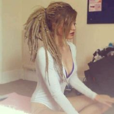 Awww... So beautiful Long, thick, blond dreads <3