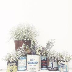 04.04.18 | april showers bring may flowers . . . . #thesharedlife #bushelandpeckcanada #comeonspring #vintagetins #vintagehoneytins…