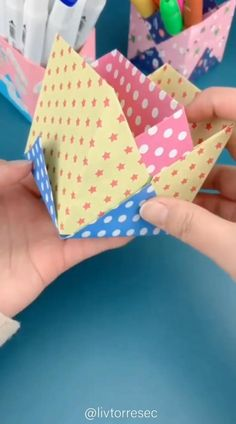 Cool Paper Crafts, Cardboard Crafts, Creative Crafts, Diy Paper, Diy Crafts For Girls, Diy Crafts Hacks, Diy Arts And Crafts, Instruções Origami, Paper Crafts Origami