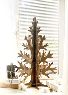 An option for small homes and offices - decorate your rooms for Christmas in sustainable, yet stylish way!
