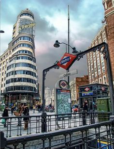 "Madrid. Para visitar un lugar un poquito más cerca del cielo. Madrid: visit a place closer to heaven and sky.  ---- ""Ontdek meer vakanties, reizen, citytrips en vluchten naar Madrid, Spanje hier: http://www.travelcompare.be/products/citytrips/spanje/"""