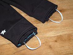 Zde návod na ušití softshellových kalhot s ochranou proti sněhu. Použijte střih na kalhoty, který vám vyhovuje. Já vzala osvědčený střih, po...