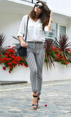26 Trendy how to wear white shirt casual black blazers White Pants Outfit, White Outfits, Casual Outfits, Fashion Outfits, Outfit Elegantes, Black And White Pants, Black White, Black Heels, Gingham Pants