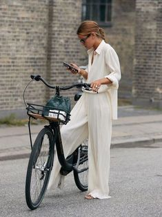 These Emerging Trends Will Dictate What's in Style for the Next 6 Months - - Who What Wear editor Erin Fitzpatrick breaks down the biggest trends from Copenhagen Fashion Week street style. Street Style Trends, Looks Street Style, Looks Style, Street Styles, Wide Leg Pants Street Style, Danish Street Style, Spring Street Style, Street Chic, Stockholm Street Style
