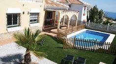 Yksi Malagan kauneimmista hiekkarannoista, Nice Beach sijaitsee 20 minuutin päässä Malagasta. Valle Nizzassa sijaitseva huvila, jossa 2/4 makuuhuoneesta on sviittejä omalla kylpyhuoneellaan ja porealtaalla odottaa sinua ystäviesi tai perheesi kanssa. Huvilan yksityinen uima-allas on merelle päin, joten voit nauttia upeasta auringonlaskusta ja vetäytyä olohuoneessa lämmittävän takan ääreen, varsinkin jos talvi-ajasta on kyse...