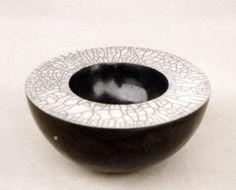 Keramik Schale in Raku-Technik von Margit Hohenberger (Doppelwandgefäß)