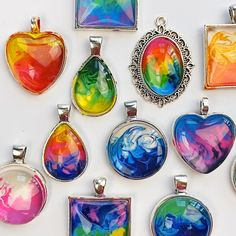 Diy Resin Art, Diy Resin Crafts, Resin Jewelry, Jewelry Crafts, Jewlery, Diy Crafts To Do, Creative Crafts, Melted Crayons, How To Melt Crayons
