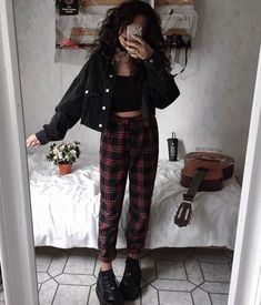 outstanding grunge outfits ideas for women 7 Hipster Fashion Style, Look Fashion, 90s Fashion, Fashion Outfits, Fashion Trends, Fall Grunge Fashion, Celebrities Fashion, India Fashion, Fashion Boots